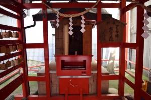 浜松有楽街黒田神社鳥居の中